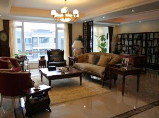 而紧邻客厅的视听室更是在公寓式住宅中难得的另一种对自我的宠爱,那是设计师对客户的深刻理解之后的一种表达。,280平,29万,现代,大户型,客厅,原木色,