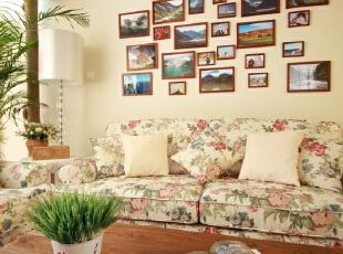 在格局上面比较大胆的设计是,把厨房做成了开放式的。女主人在国外留国学,喜欢国外开放式的厨房,同时喜欢调酒,相继作出吧台方便她的操作。家里的家具基本偏原木色,地板在这个基础上面颜色稍微重一些,110平,70000万,田园,两居,客厅,白色,春色,原木色,