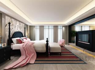主卧空间很大,设计师以电视背景墙隔出两个区域,一是供主人休息的睡眠空间,一是学习工作的书房空间。墨黑色家具,点缀其他轻柔的色彩,在对比中彰显清浅淡然的格调。,800平,400万,中式,别墅,卧室,原木色,