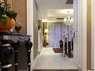 为您创造一个温馨环保健康的家庭环境,设计优雅壮观的风格 后期跟踪服务,让您在超凡装修无后顾之忧,157平,13万,现代,三居,玄关,白色,