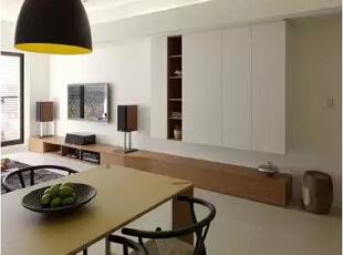 设计重点:收纳配置   编辑点评:采取区域性的收纳整合,搭配沿墙式的柜体安排,试图争取坪效利用的最大可能。,121平,现代,四居,客厅,餐厅,白色,