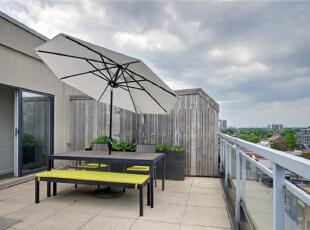 在装修中,给予了阳台较大的空间。把它精心布置成日常休闲的第二客厅,风和日丽时在这里享受阳光,谈天说地。,120平,10万,混搭,复式室,阳台,黑白,