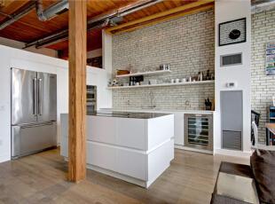 厨房选用干净的白色砖墙作为背景墙,收纳柜也选用纯白色,意在使厨房清新整洁。,120平,10万,混搭,复式,厨房,原木色,白色,