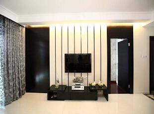 北京别墅装修设计—客厅1 客厅1主色调以黑白色为主,简单,简单白色的竖条做电视背景墙的造型 打上暖色的灯光,纯白色的瓷砖,干净整洁 柔和舒适,140平,26万,现代,别墅,客厅,黄色,黑白,