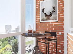 阳台的墙壁使用了红色墙砖的装饰,很有怀旧感,挂一幅装饰画,让阳台更有情趣。,50平,5万,现代,一居,阳台,黄色,