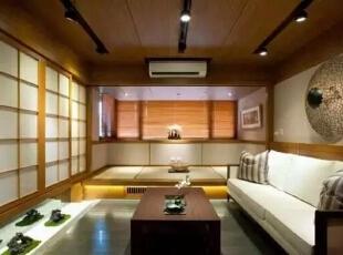 柚木铺展整个天花板,消除色彩与亮度对感官的刺激。,126平,17万,日式,三居,客厅,原木色,