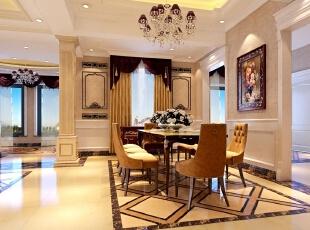 餐厅的设计延续了客厅的优雅与生活气息,一副维多利亚风格的画品增加了房间里的优雅,缓解了厚重的家具材料带来的厚重,将法式风格的奢华冲淡,留有一份浓重的时代与文化的碰撞。,515平,10万,混搭,别墅,餐厅,黄色,