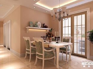 白色的餐桌搭上浅色的吊灯给人一种很融洽的感觉。,132平,10万,混搭,三居,餐厅,白色,