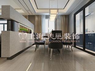 润城129平三室两厅混搭装修效果图餐厅,采用传统的六人餐桌,和客厅的色系匹配,独立的空间和功能性,使整个家居环境得到改善。,129平,9万,混搭,三居,餐厅,黑白,