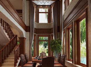 红磡领世郡 美式优雅格调别墅设计-餐厅 餐厅采用挑高,采光丰富,光感强烈,窗帘由上至下,恢弘大气,同时采用华丽的水晶吊灯,营造一种辉煌华丽的感觉,在休闲自由的不羁风格中不失亮点。,360平,60万,美式,别墅,