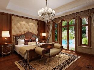 红磡领世郡 美式优雅格调别墅设计-卧室  主卧室同样以休闲优雅为主,业主的要求空间简洁舒适,保证睡眠的静谧。设计师根据业主要求,仅仅将吊顶进行抹平刷白,巨大的灯池装饰了整个上空空间,简单而舒适。,360平,60万,美式,别墅,