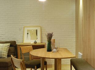 餐厅在享受美食的同时,点一支檀香、自制一杯花式咖啡、一本书作为午后休闲的憩息地也是一个不错的选择。,68平,15万,现代,两居,餐厅,