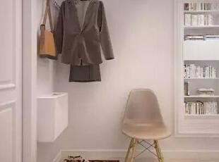 设计重点:入门处设计   编辑点评:在入门处安置一架子,挂置衣物,避免居室冗杂又巧添居室的收纳展示功能。椅子的加入,更方便换鞋休息,妙上加妙!,170平,21万,宜家,四居,
