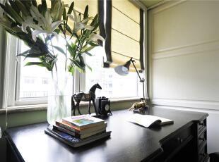 书房的抹茶绿非常符合女主文青的气质,清新满溢,干净简洁的格子移门后是衣帽间,男主人负责才华横溢,女主人负责貌美如花,如此甚好。,124平,10万,美式,三居,书房,白色,