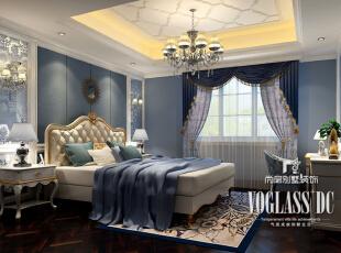 卧室的陈设考虑到业主的生活态度和生活方式。大面积采用了浅蓝色壁纸,窗帘选择了同色系的蓝色,蕾丝花边和小碎花的搭配,营造出卧室空间复古浪漫的情调。,350平,200万,新古典,别墅,