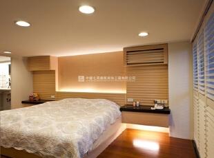 现代简约风格卧室一体化装修效果图欣赏(2)    定制的木质床,环保经济,节省空间。,40平,2万,现代,三居,卧室,
