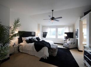 现代简约风格卧室一体化装修效果图欣赏(4)    很温馨优雅的一款卧室的装修,整个卧室的装修十分的漂亮,以白色为装修主色调,大床上白色也黑色的床品搭配彰显品质。,40平,2万,现代,三居,卧室,