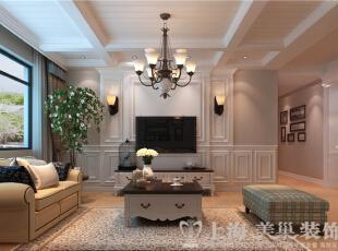 鑫隆花园170平米三室两厅美式乡村装修案例效果图-客厅正面,简单的电视背景造型,随性的家具,温馨的色调,营造了一个随性、舒适的家居环境,天花的勾缝处理、假梁使空间更具层次感与延伸感。,170平,13万,美式,三居,客厅,