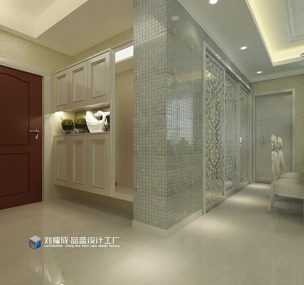 主要材料:墙纸,白色油漆,银镜,大理石,欧式线条 空间格局:四房两厅二