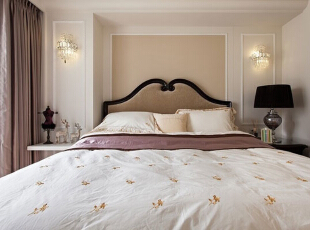 简约的线条让这间卧室显得简约整洁,明亮的落地窗也给足了充裕的自然采光,这样的睡眠空间显得时尚且清新。,93平,12万,简约,三居,