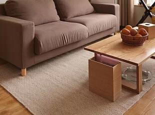 棉麻质感的地毯与沙发与木质家居相搭配,自然安宁。,98平,11万,日式,三居,客厅,原木色,