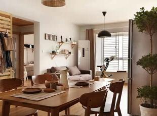 木质家居让室内的温馨感浓浓的溢出。,98平,11万,日式,三居,餐厅,原木色,