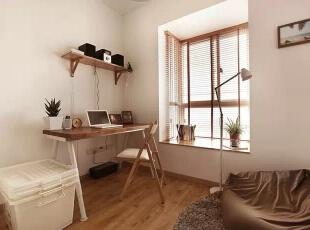 书房,百叶窗遮挡了强烈的阳光照射却也不妨碍采光,很实用的窗帘。,98平,11万,日式,三居,书房,原木色,