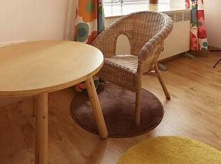 适合小朋友高度的桌椅,这里完全就是小宝贝的世界。,98平,11万,日式,三居,儿童房,原木色,