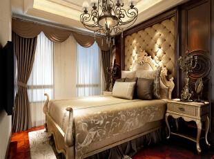 卧室设计 简约欧式装修风格以其典雅、自然、高贵的气质见长,特别是在生活元素多元化的今天,欧式风格的家居设计更以其浪漫的情调备受青睐,天津别墅设计,天津别墅装修,欧式风格装修,室内设计效果,简欧风格装修,卧室,欧式,新古典,原木色,红色,