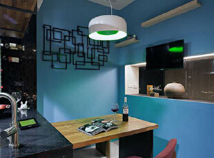 蓝绿色主墙与花瓣造型投射光源,围塑多彩美好的用餐情境。,89平,9万,现代,两居,餐厅,