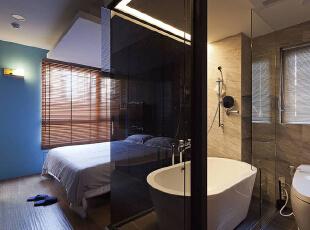 为让沐浴时光也同享声光娱乐,主卫浴墙面以灰玻隔间,89平,9万,现代,两居,卧室,