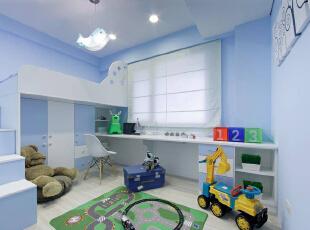 爬上楼梯才能抵达睡眠空间,令人联想到故事书中的小阁楼,而地板净空后就能摆放更多玩具,打造出小朋友的秘密基地。,89平,11万,欧式,三居,卧室,