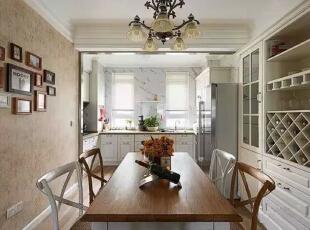 【餐厅】  餐厅的照片墙、酒柜的打造都是军嫂的想法,这让这套房子变得美美的。,262平,32万,美式,四居,餐厅,