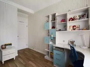 【儿童房】  给宝宝设计的儿童房还是比较大的,既适合在房间里玩乐,也适合学习休息。,262平,32万,美式,四居,儿童房,