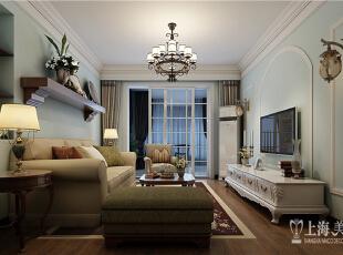 雅居乐国际花园95平方两室两厅美式乡村风格装修设计案例--客厅全景,美式简约风格就是在美式的基础上,加入了简约的品味设计,没有过多的浓墨重彩的装饰,通过设计师的布局,很自然地体现出了自由、温馨、奢华的感觉。,95平,8万,美式,两居,客厅,原木色,绿色,