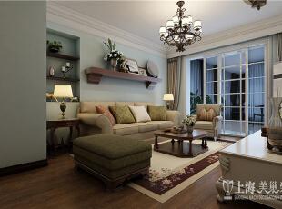 雅居乐国际花园95平方2室2厅美式乡村风格装修方案--客厅全景,客厅的设计简约大气、线条洗练,淡色系墙面、天花板、沙发与深色系的茶几、沙发后背墙纸相得益彰,赋予空间平衡之美。,95平,8万,美式,两居,客厅,原木色,蓝色,