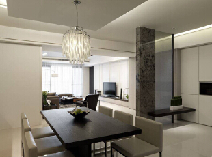 充满现代感的豪灰基底,纯粹净度搭配上夹纱玻璃的低调穿透,产生玄关的开放式独立,143平,14万,现代,三居,餐厅,黑白,