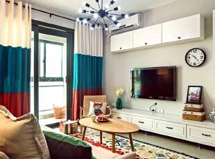 家的风格总是不同,但每个人都希望有那么一处可以和阳光独处,懒懒散散。,89平,7万,欧式,两居,客厅,