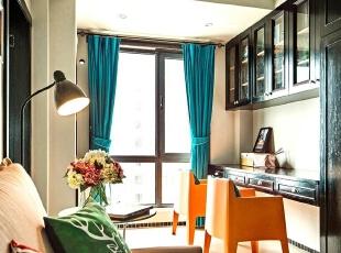 面积比较尴尬的一块区域也不能被浪费,根据客户需要设计师特别规划的休息一角。,89平,7万,欧式,两居,客厅,