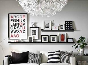 想要不断变幻新的造型或组合吗?那就试着在墙上安上一两块隔板吧!图片