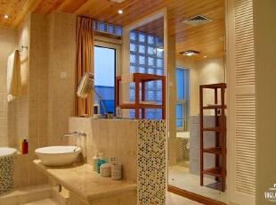 """欧式家居的家具饰品和壁纸在舒适*,*彩丰富性上有很大优势,而中式家具由于尺寸严谨,气度恢弘在家居文化品位的营造和深度刻画上有着独到的诠释,包括在西方的设计界也认为""""没有中国元素往往就没有贵气""""。,320平,200万,混搭,别墅,"""