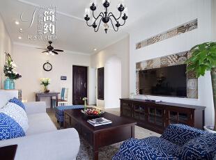 打眼看去,整个客厅宽敞而明净,淡雅、简约、利落,于无声处展现出那种自在随性和不羁洒脱。实木的简美的家具,强有力的直线,表现出独特的美式家居风格,既实用又美观大方。大屏的液晶电视,有置身于家庭影院之感。两种颜色的靠枕和椅子,配合墙上的植物装饰画以及无处不在的绿植,凸显了调色效果。光线从窗口射进来,既不亮得刺眼也不显昏暗,恰到好处地将宁静、温馨的气氛烘托出来。,89平,30万,美式,小户型,客厅,白色,