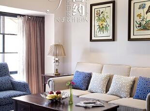 """拉近镜头,从更细微处看,不难看出这种巧思:确实是极简的设计,俗语云,""""大道至简""""。这种极简的处理加上周围暖色的搭配,清新而脱俗,雅致而舒适。,89平,30万,美式,小户型,客厅,白色,"""