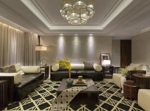 客厅的墙面干净的欧神诺与地面粗狂的卡布奇诺形成强烈的对比,米黄色和黑色交织形成这个空间的中间色延续到地毯和窗帘。,260平,60万,现代,复式,客厅,中式,黄色,黑白,