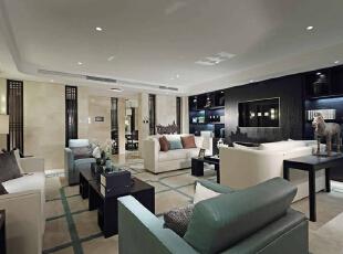 客厅大面积的黑色屏风,贯穿着所有室内空间,坐在客厅就能静观其境,家具采用对称式的布局方式,简洁的家具线条,松石绿的颜色,400平,50万,现代,别墅,客厅,