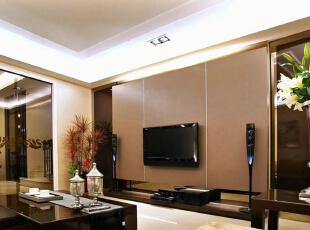 色调沉稳中,皮革定位出电视主体墙面,黑檀木局部运用表现空间成熟风度。,310平,42万,欧式,别墅,客厅,
