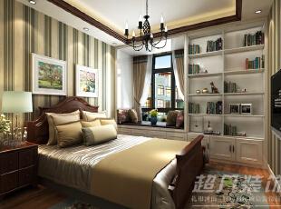 卧室空间整体布局简单,采用了条纹壁纸,拉伸了空间高度,储物柜的设计与飘窗成一个整体,也不显的杂乱。,89平,10万,美式,两居,卧室,