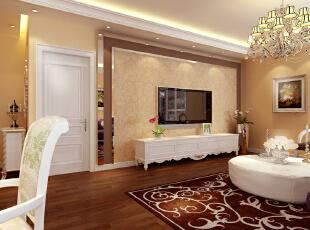 电视背景墙和客厅空间结合,延续了简欧浪漫、典雅的风格。浅黄色的大花壁纸、配以茶色镜面玻璃、及白色造型茶几将整个房间的贵族气质显现得淋漓尽至。,96平,7万,欧式,两居,