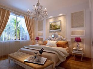 卧室紫色镶金边台灯与客厅沙发背景墙简洁又不失端庄的造型、典雅的水晶吊灯、浪漫的线帘将整个房间的贵族贵族气质显现的淋漓尽致。,96平,7万,欧式,两居,