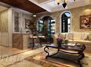 在立面上用古典纯白色的线条墙板,搭配米色纹样壁纸,在地面采用地砖拼花,用古典的纹理和自然的色彩来体现整个空间的品质感,是客厅和卧室奢华的气质毫无保留地流淌。,90平,12万,混搭,两居,客厅,